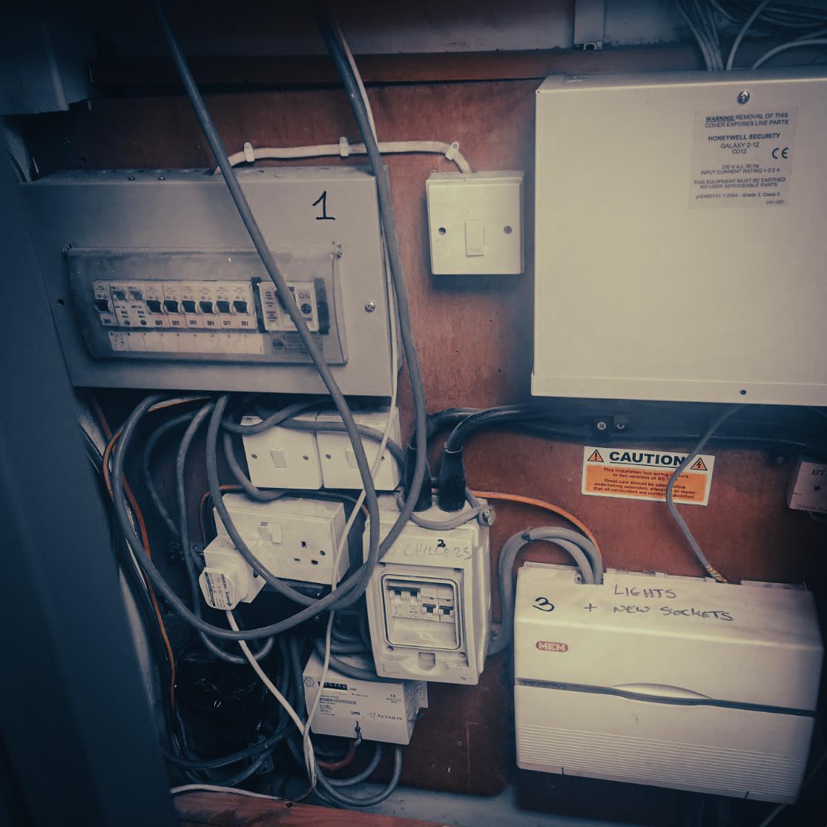 Elektryk Henley